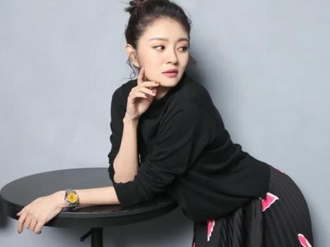安以轩携带4只名表接受台媒专访,高调炫富