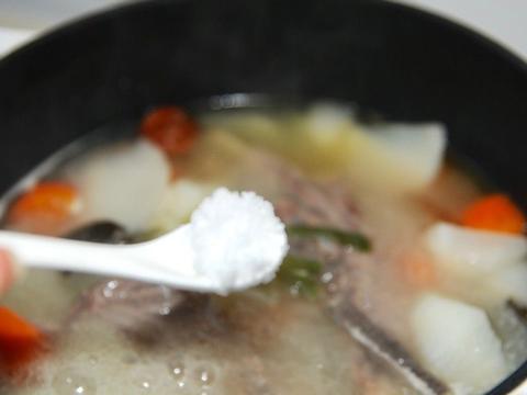 羊排骨和萝卜搭配熬成汤,鲜美滋补,不膻不油腻,适合全家人喝