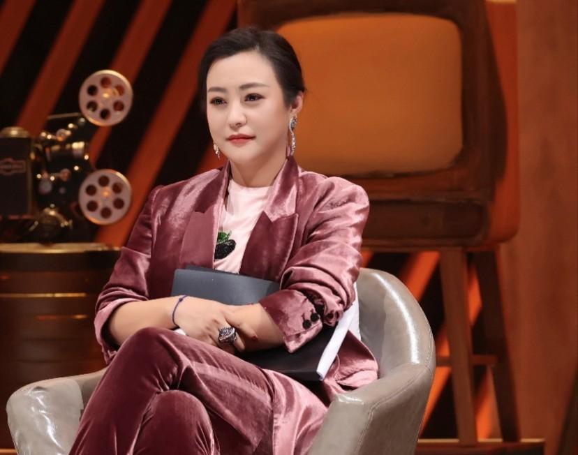 42岁女演员郝蕾谈娱乐圈挤破头现象:赚钱呗,就是为了名和利