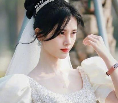 鞠婧祎现代剧妆容与古装一样,对比男主在演两部剧