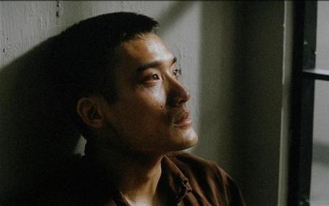 1983年,梁家辉因拒写忏悔书被封杀,摆地摊遇到一生所爱