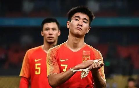 中国足球传来喜讯:李铁做出英明决策,40强赛小组出线有戏了
