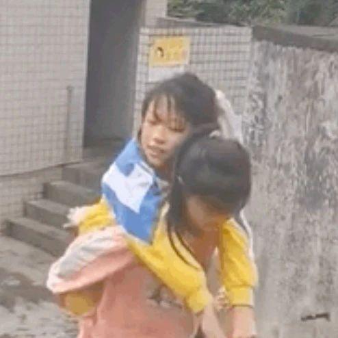 【高能】妈妈去接女儿放学,拍下令人泪奔一幕……