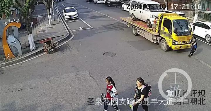 """""""鬼探头""""式过马路 小男孩被货车撞飞"""
