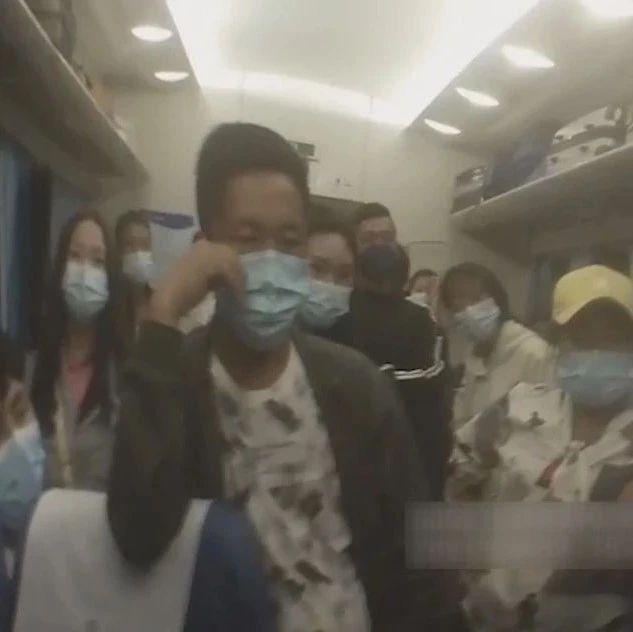 乘客因为拒绝喝酒,火车上被人扇耳光…