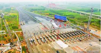 新机场北线高速廊坊北收费站主体建筑完工