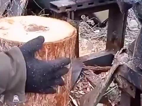 农村大哥发明的劈柴机,工作效率杠杠滴