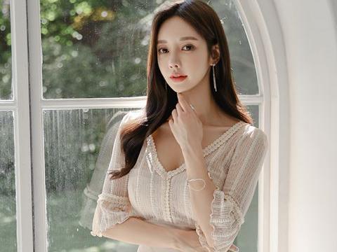 美人图鉴孙允珠:波纹镶边针织透气不对称连衣裙