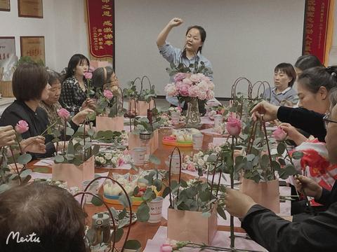 交行临汾鼓楼广场支行举办插花活动回馈客户