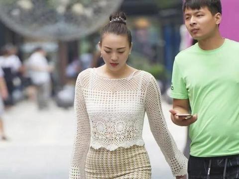 街道上的小胖体,还可以把半身裙穿得很好看