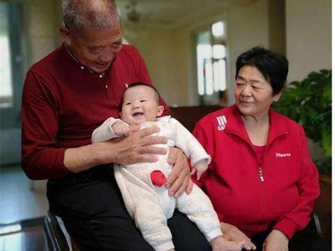 67岁田女士三胎自然怀孕产女天赐,母乳喂养一年半,现在咋样了