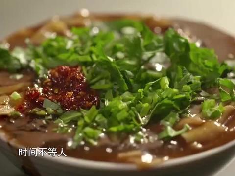"""天津独有美食""""嘎巴菜"""",制作过程真是细腻,吃上一口回味无穷"""