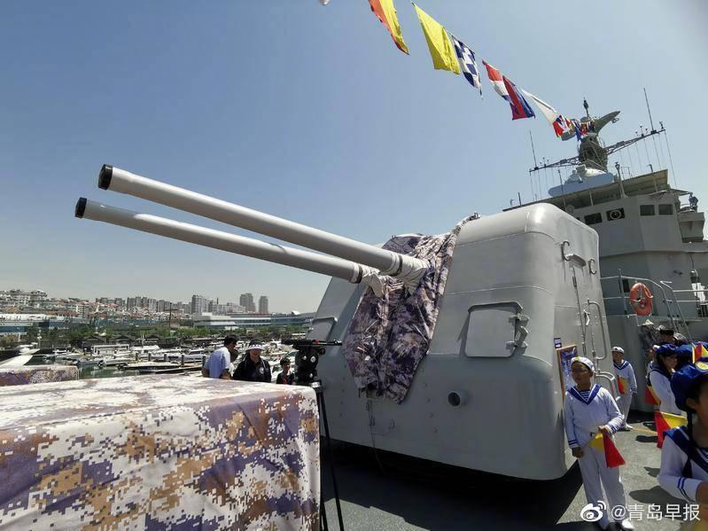 海军退役昭通号导弹护卫舰接舰仪式举行,入驻青岛后将用于国防和爱国教育