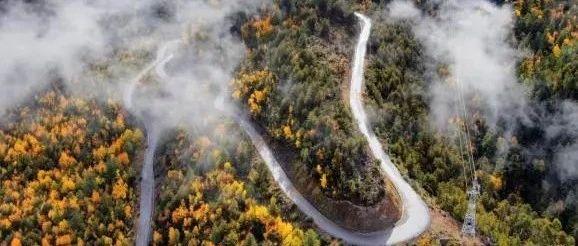 从雅鲁藏布大峡谷穿过,一条公路能有多美?