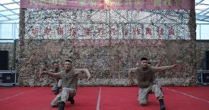 """新疆军区某团各族官兵在海拔5000米高原共庆""""肉孜节"""""""