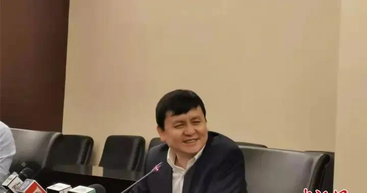 张文宏:未来很长一段时间,旅游可以去,口罩还不能摘