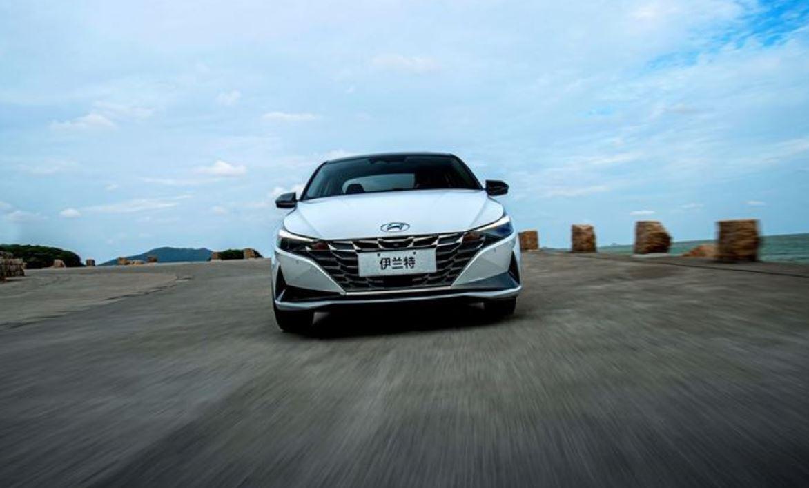 受到更多年轻消费者的青睐,经典车型第七代伊兰特性价比突出