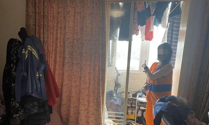 猖狂!醉酒女子和男友吵架从15楼扔下123件物品,楼下一片凌乱