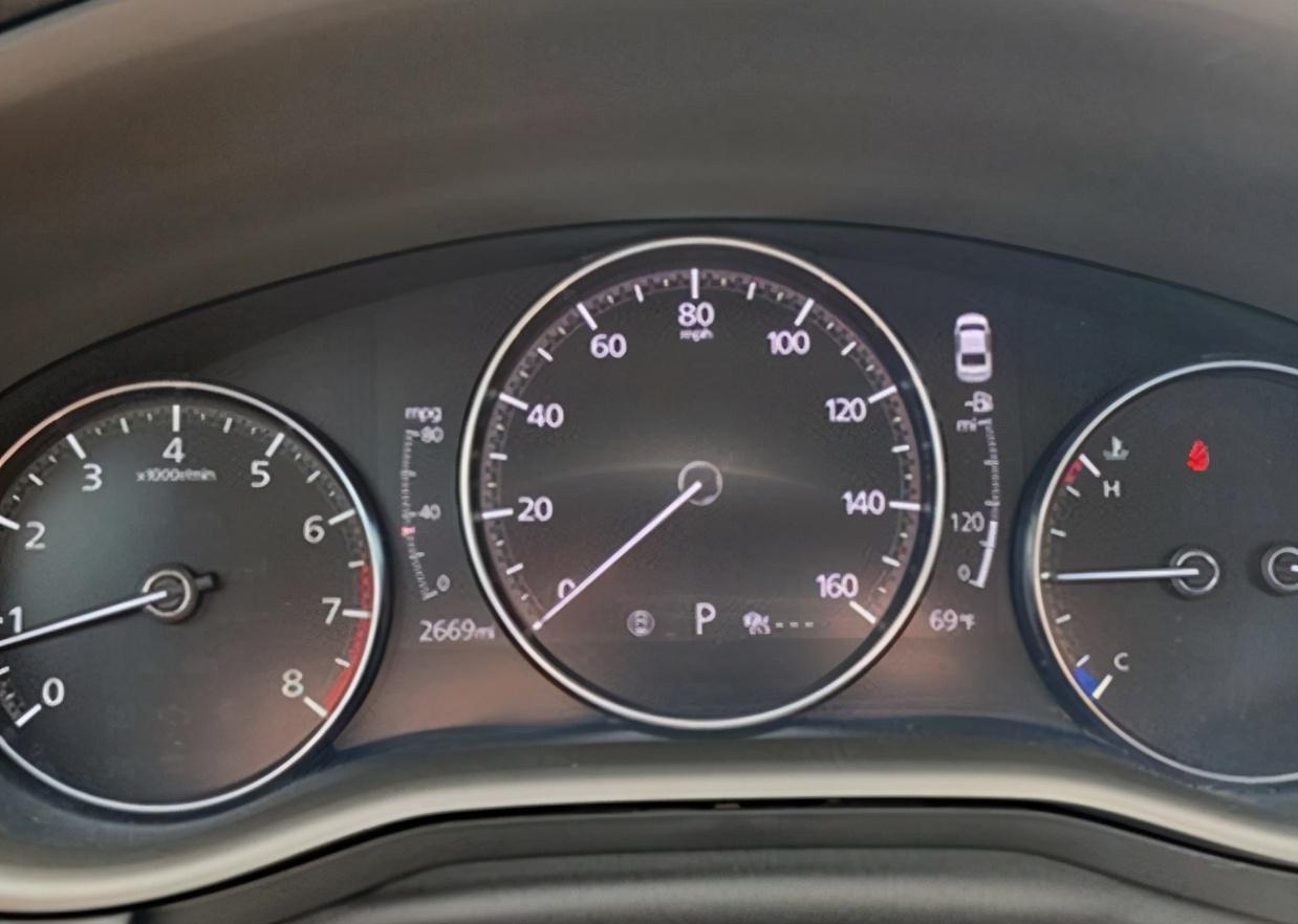 实拍马自达3升级版,2.5T引擎+AWD,动感造型+双排气,真帅气!