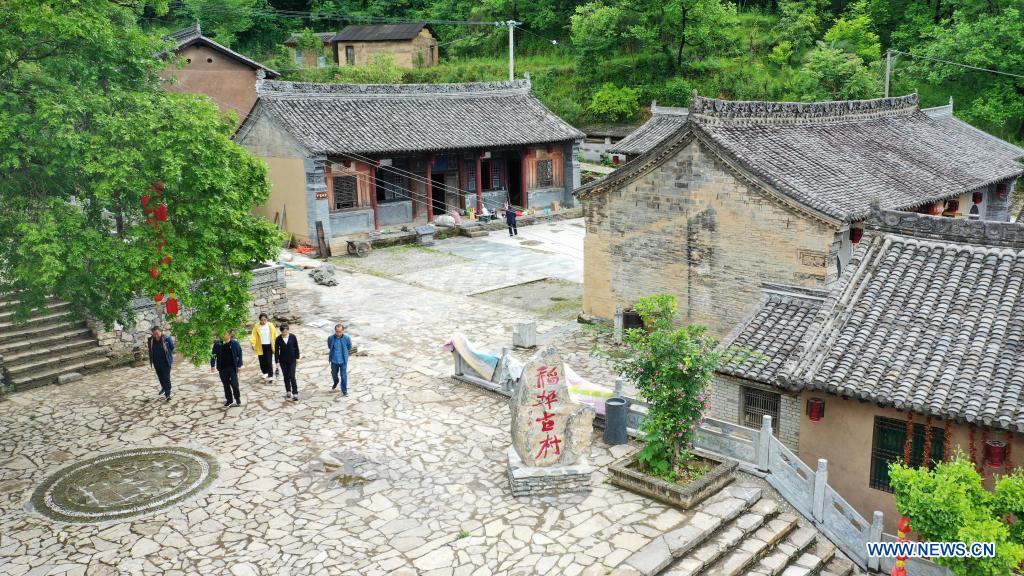 Aerial photo taken on May 19, 2021 shows tourists visiting Daoping Village of Huixian County, Longnan City, northwest China's Gansu Province. (Xinhua/Lang Bingbing)