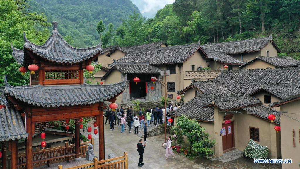 Aerial photo taken on May 21, 2021 shows tourists visiting Zhujiagou Village of Kangxian County, Longnan City, northwest China's Gansu Province. (Xinhua/Chen Bin)
