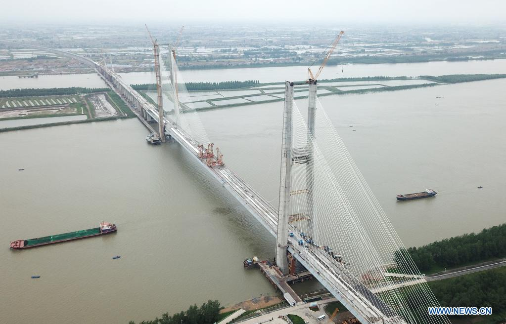 Aerial photo taken on June 3, 2021 shows the Bianyuzhou Yangtze River Bridge on the border of central China's Hubei Province and east China's Jiangxi Province. Connecting Huangmei County of central China's Hubei Province and Jiujiang City of east China's Jiangxi Province, the bridge is part of Anqing-Jiujiang Railway. The railway has a designed speed of 350 kilometers per hour for the two high speed lines and 200 kilometers per hour for the other two reserved passenger and freight lines. (Xinhua/Cheng Min)