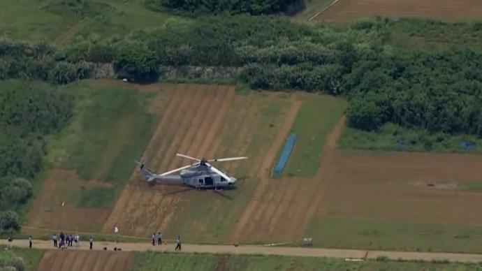 驻日美军直升机迫降农田