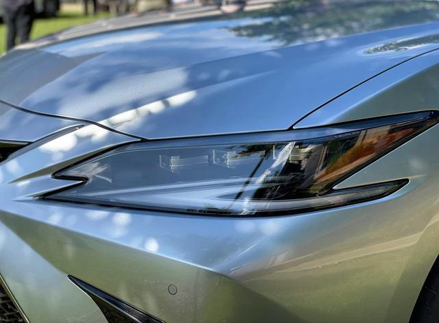 全新前脸,可变悬架,2022款雷克萨斯ES实车,又是爆款的节奏?