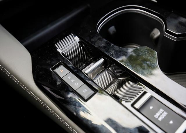 """法系车的""""翻身之作""""?轿跑车身+1.6T动力,凡尔赛C5X实拍"""