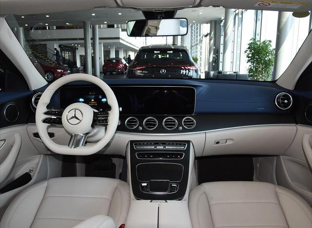 全新起亚K9开启预售,33.5万起叫板奔驰E级,它够格吗?