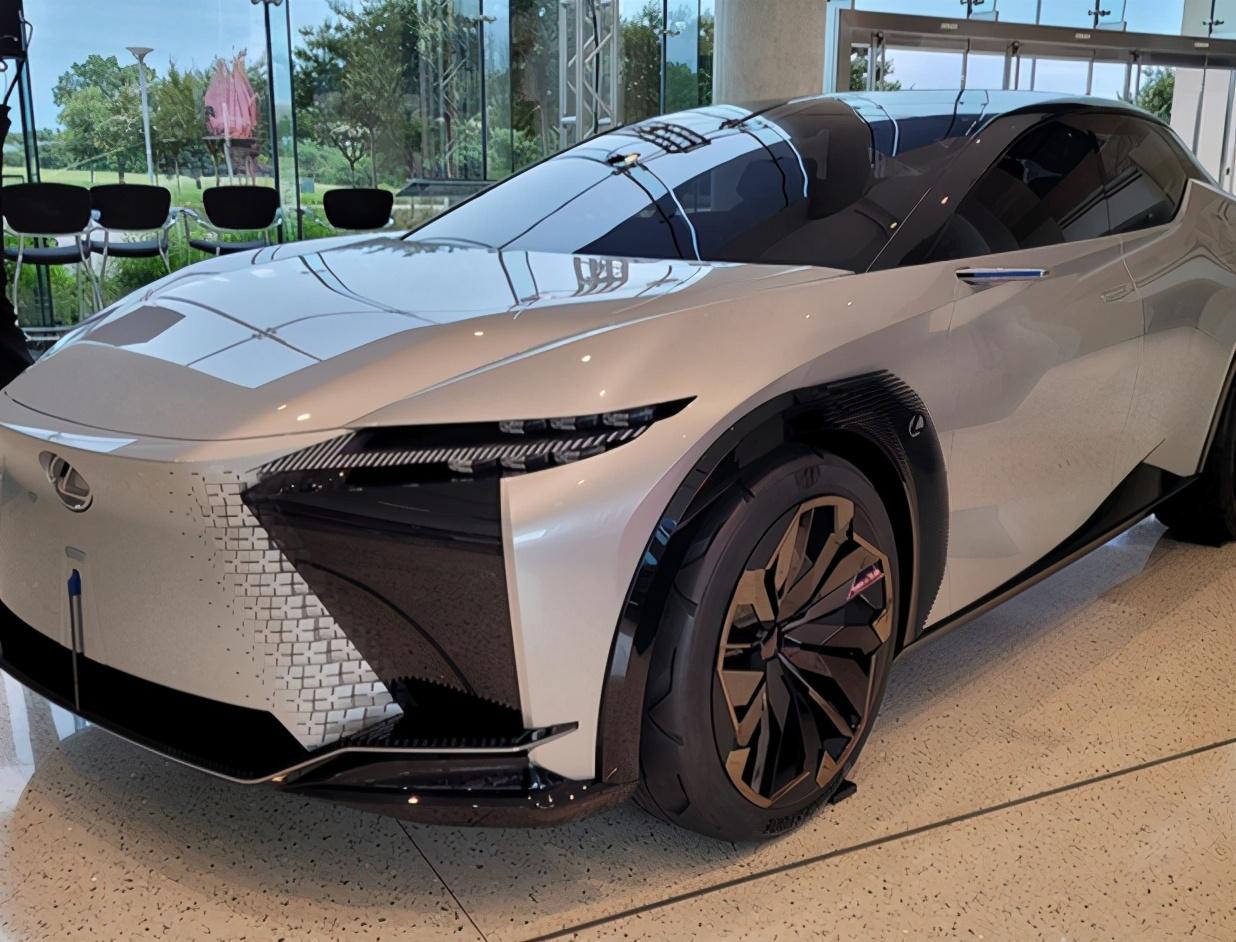 雷克萨斯全新SUV曝光!犀利外观+四驱,预售价或与宝马X3看齐