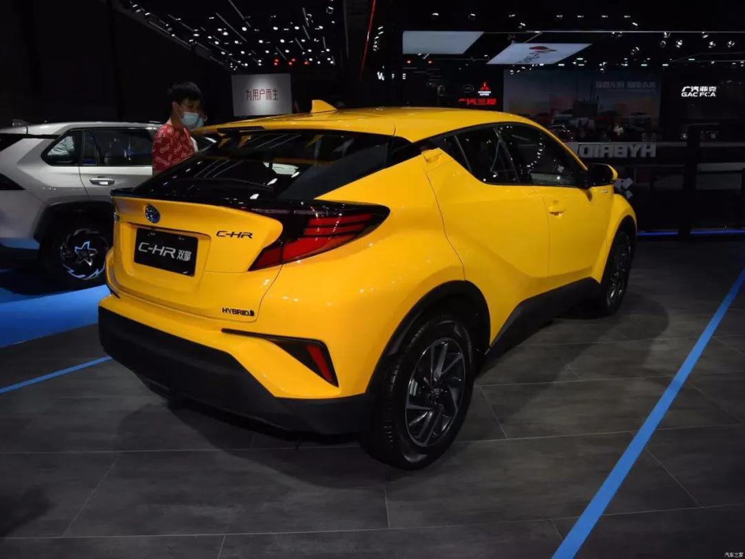 小空间、低油耗,动力强,新款丰田C-HR能撬动小型SUV市场吗