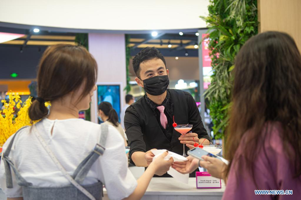 A staff member promotes cocktails at the 2nd China-Central and Eastern European Countries (CEEC) Expo in Ningbo, east China's Zhejiang Province, June 8, 2021. The 2nd China-CEEC Expo opened in Ningbo on Tuesday. (Xinhua/Jiang Han)