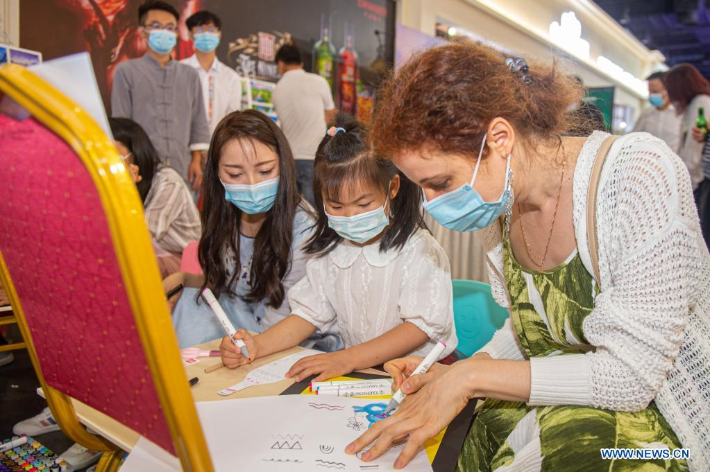 A child takes part in a painting activity at the 2nd China-Central and Eastern European Countries (CEEC) Expo in Ningbo, east China's Zhejiang Province, June 8, 2021. The 2nd China-CEEC Expo opened in Ningbo on Tuesday. (Xinhua/Jiang Han)