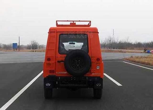 北京212新车型实车曝光,轴距超3米,8座,侧开式尾门