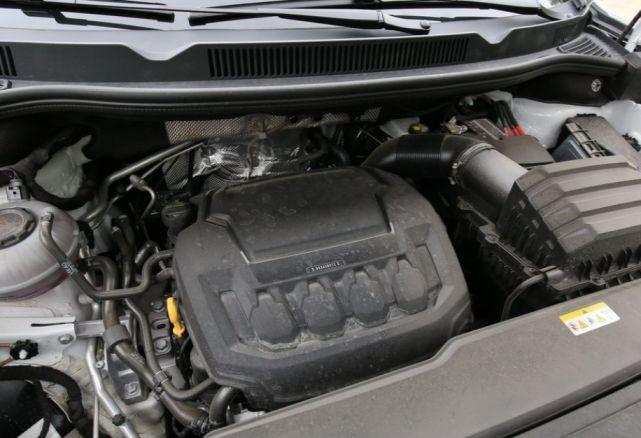 """一汽又一""""王牌""""车型,车长近5米2,V6发动机,性价比完胜途昂"""