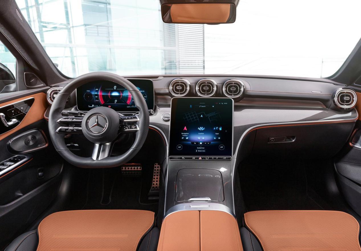 全新奔驰C级实车曝光,提供立标和大标可选,你更青睐于谁?