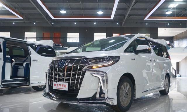 21款全新丰田陆巡现身大连港!3.5T6缸油混,会官方引进国内吗?