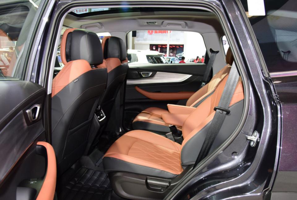 《瑞虎8 PLUS六座版车型上市,搭1.6T发动机,它会是你的首选吗?》