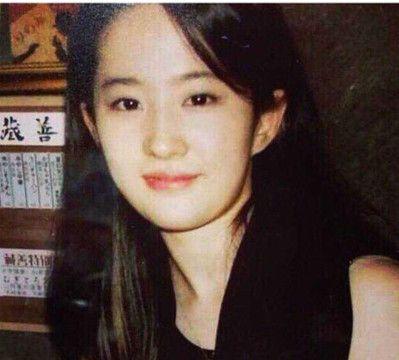 刘亦菲难得营业,罕见卷发造型搭配网红妆,网友:还是热巴养眼