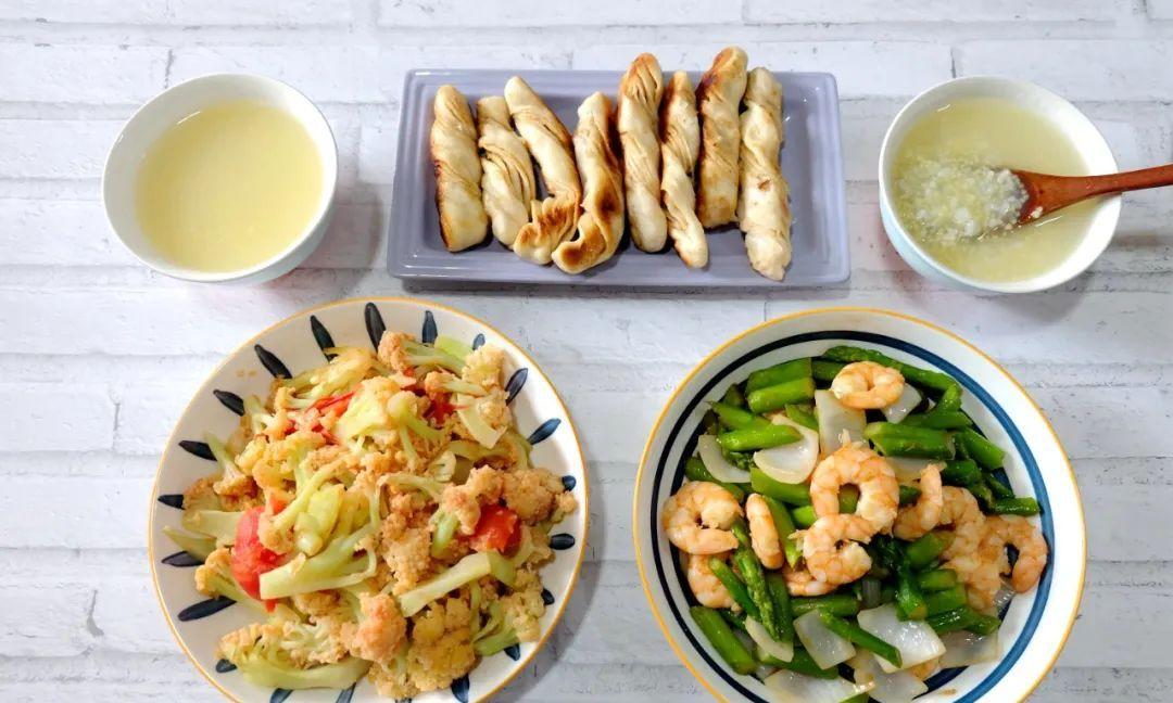 晒晒母女三人的夏日晚餐荤素搭配营养健康做法简单快速开饭