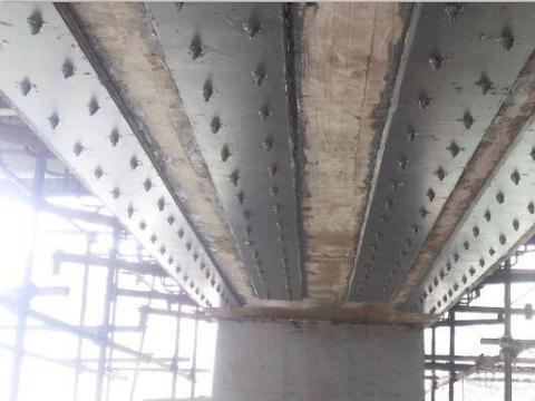 粘贴钢板加固桥梁的施工工序