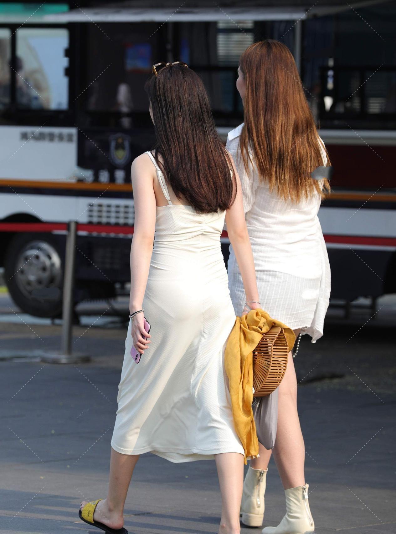 米白色长款连衣裙,时尚精致,大方优雅,尽显高贵气场