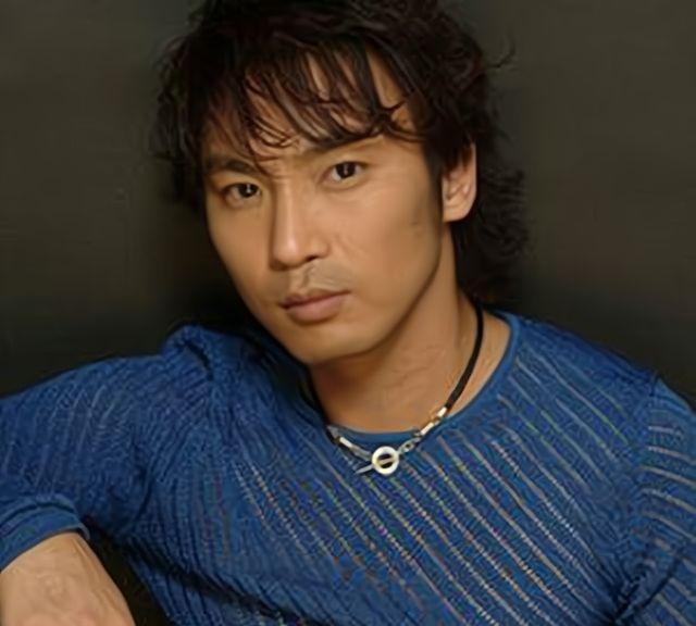 陈少华:著名歌手因拒绝签名被砍
