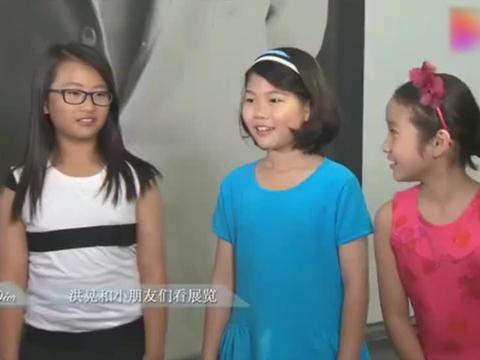 陈凯歌前妻洪晃女儿曝光,母女俩长得太像,和女儿说话全程用英语