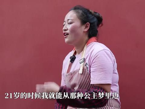 山东27岁小姑娘摆地摊卖煎鱼,每天收入4000元,3年买车又买房!