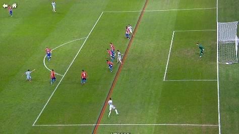 遭体毛越位!梅西里程碑一役禁区0射门 阿根廷浪费球王史诗级射术