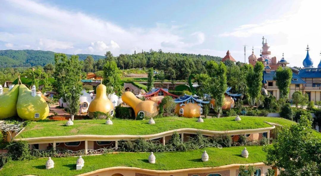 【云游特色小镇】寻甸•凤龙湾小镇:城堡、森林、洞穴…一起前往童话世界!
