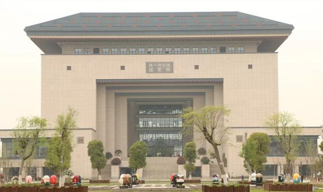 湖北奇葩民办大学,背靠中南大,给马化腾修楼,乍一看是武汉大学