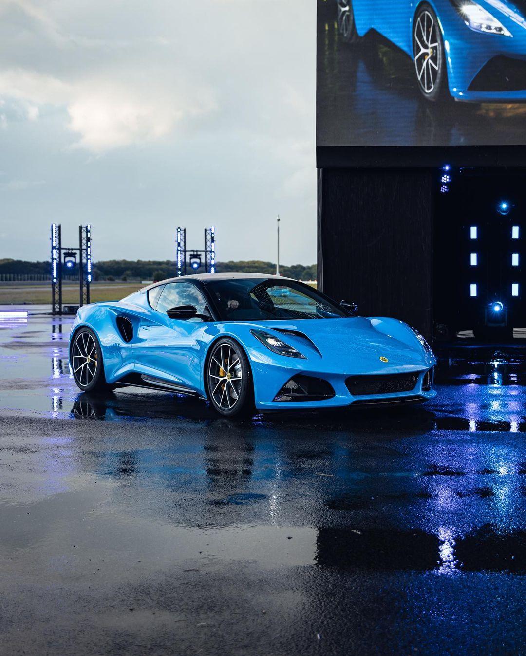 吉利集团路特斯全新跑车曝光,搭AMG的2.0T发动机,外观很霸气